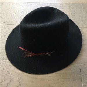 Janessa Leone black hat